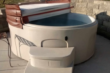 Hot-Tub-Entry