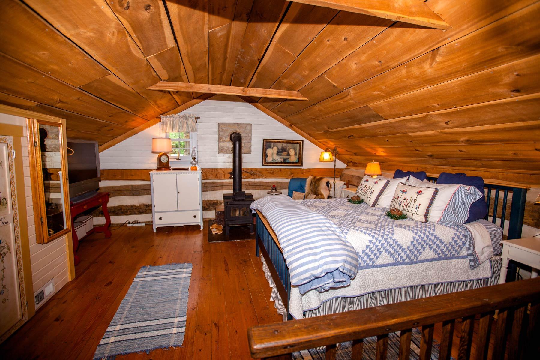 Log Bedroom Suites Upstairs Master Suite Victoria Green Plains Farm